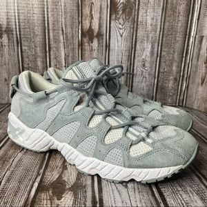 Asics Tiger Gel Mai -Gray & White suede - mens size 9 like new